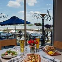 Hilton Philadelphia at Penn's Landing Restaurant