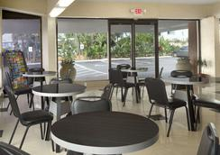 Super 8 Daytona Beach Oceanfront - Daytona Beach - Restaurant