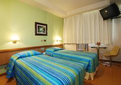 Hotel Astoria Copacabana - Rio de Janeiro - Bedroom