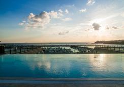 Wyndham Grand Istanbul Kalamis Marina - Istanbul - Pool