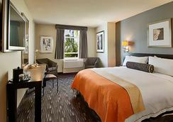 Ramada Plaza West Hollywood Hotel and Suites - West Hollywood - Bedroom