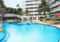 Furama Riverfront - Singapore - Pool