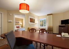 Hawthorn Suites by Wyndham Chicago Schaumburg - Schaumburg - Bedroom