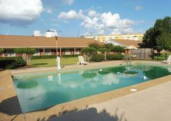 Red Roof Inn Meridian - Meridian - Pool