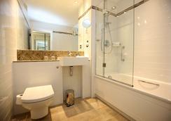 Rydges Kensington London - London - Bathroom