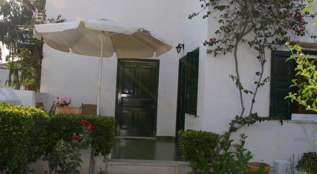 Villa Anesis - Spetses - Building