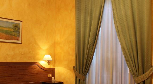 Hotel Fiori - Rome - Bedroom