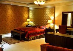 Envoy Continental Hotel - Islamabad - Bedroom