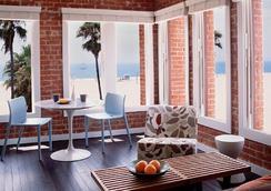 Venice Breeze Suites - Venice - Bedroom