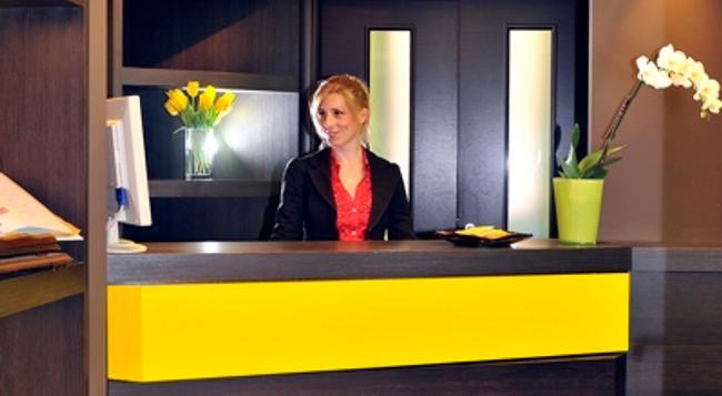 Hotel Colors - Rome - Front desk