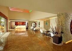 Flora Airport Hotel - Kochi - Lobby