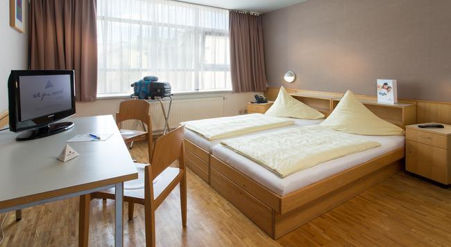 Allyouneed Hotel Salzburg - Salzburg - Bedroom