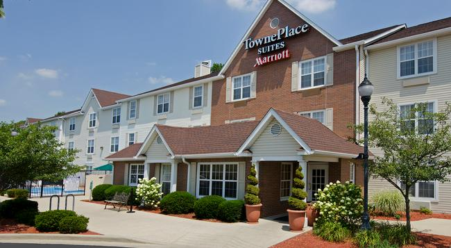 TownePlace Suites by Marriott Bloomington - Bloomington - Building