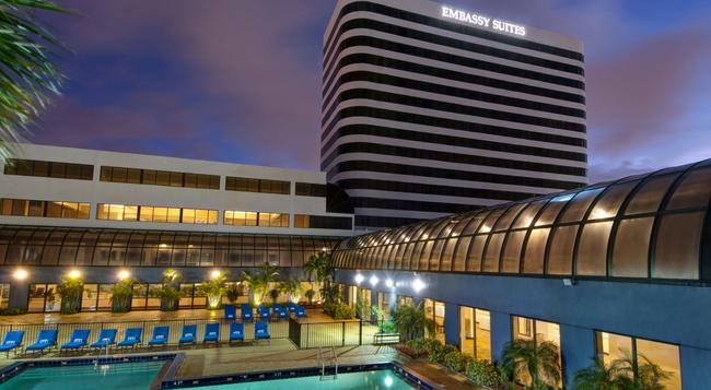 Embassy Suites by Hilton West Palm Beach Central - West Palm Beach - Building
