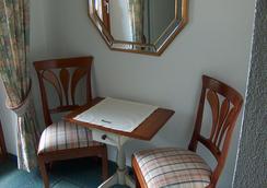 Hotel-Garni Felsenhof - Lech am Arlberg - Bedroom