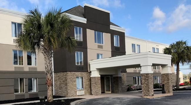 Comfort Inn - North Myrtle Beach - Building